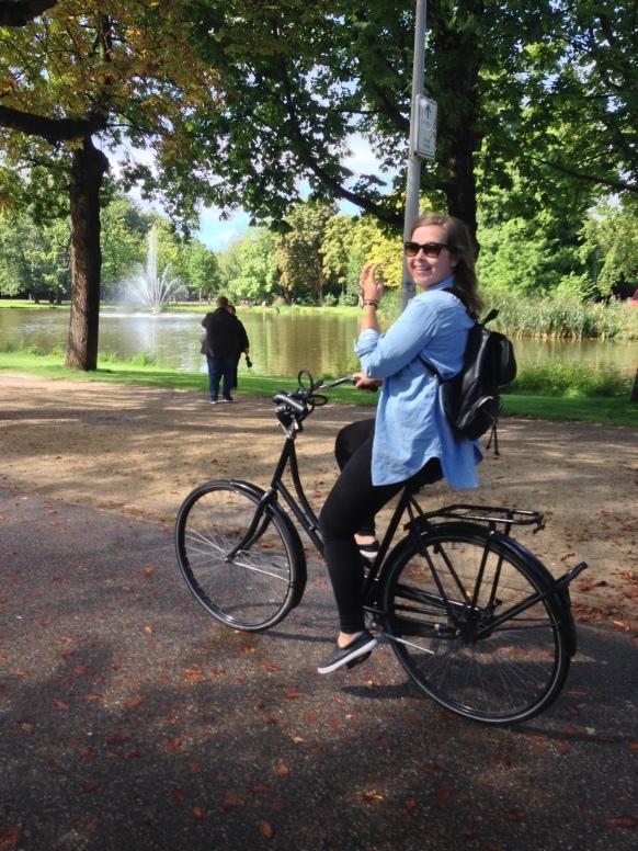 Lana cycling round Vondelpark like a pro!